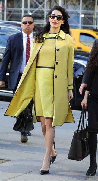 Фото №9 - Всегда безупречна: 11 лучших нарядов беременной Амаль Клуни