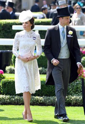 Фото №14 - Гардероб на миллион: самые дорогие наряды герцогини Кейт