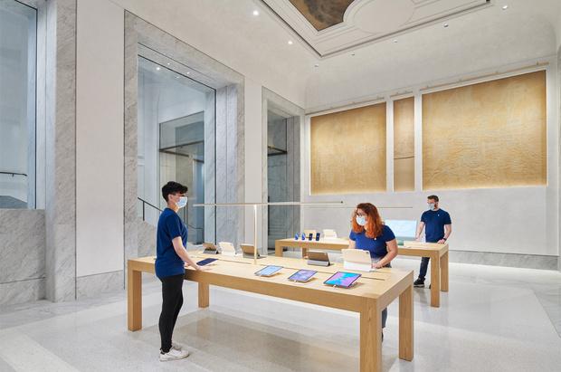 Фото №6 - Новый бутик Apple в Риме по проекту Foster + Partners