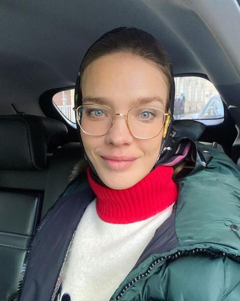 Супермодель Наталья Водянова в платке и очках сравнила себя с матрешкой: фото, муж, арно, дети, инстаграм