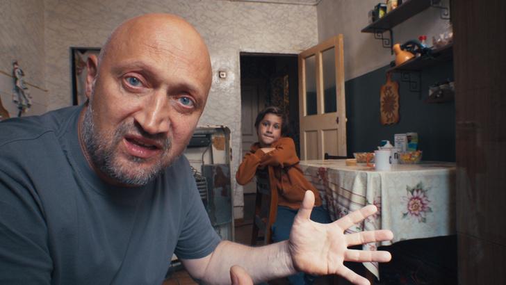 Фото №1 - Гоша Куценко понял, как сделать из сына настоящего мужика