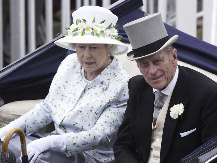 Фото №2 - Почему принц Филипп хотел, чтобы Королева отреклась от престола