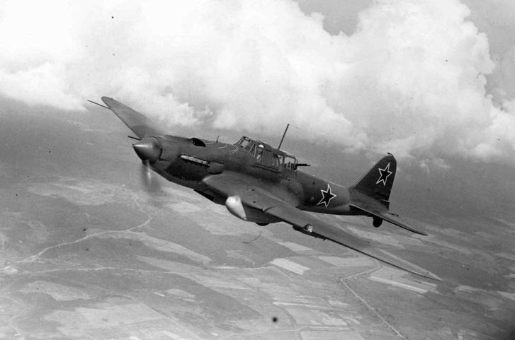 Фото №2 - Летающий танк или летающий гроб? 6 железных фактов о штурмовике Ил-2