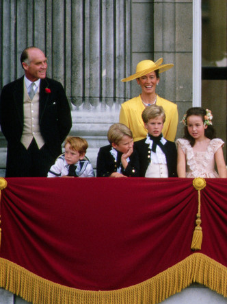 Фото №15 - Гордость женихов и невест: самые стильные мамы на королевских свадьбах