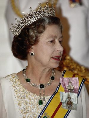 Фото №9 - Полный комплект: самые роскошные парюры британской королевской семьи