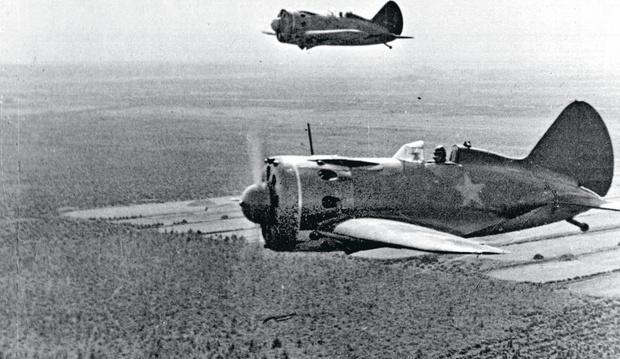 Фото №2 - Хроники угнанного бомбардировщика: В чем состоял подвиг летчика Девятаева