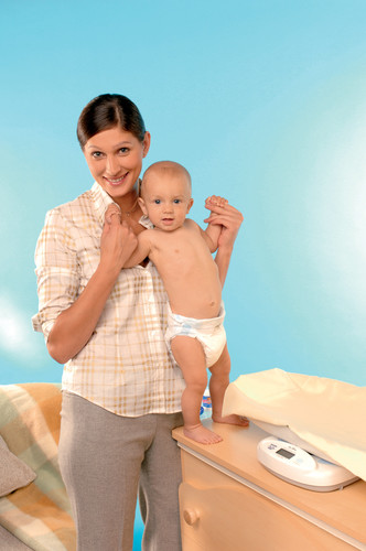 Фото №1 - Как взвешивать младенца: пошаговая инструкция с фото