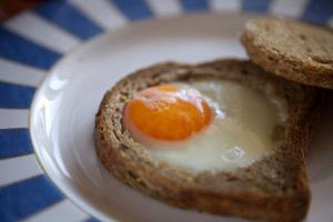 Фото №12 - 7 необычных и простых рецептов яичницы к завтраку