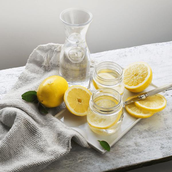 Фото №1 - Не так круто, как говорят: побочные эффекты от воды с лимоном, о которых все забыли 🍋
