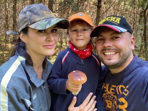 Фото №6 - «Начинаю верить в чудо»: дочь Сумишевского чуть не погибла спустя 42 дня после смерти его жены