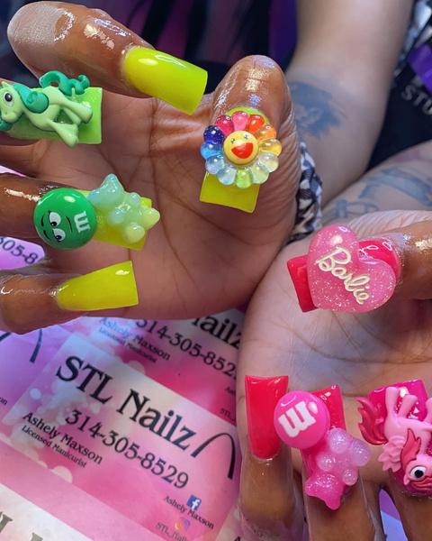 Фото №2 - Утиные ногти: самый неоднозначный летний тренд из ТикТока 🦆
