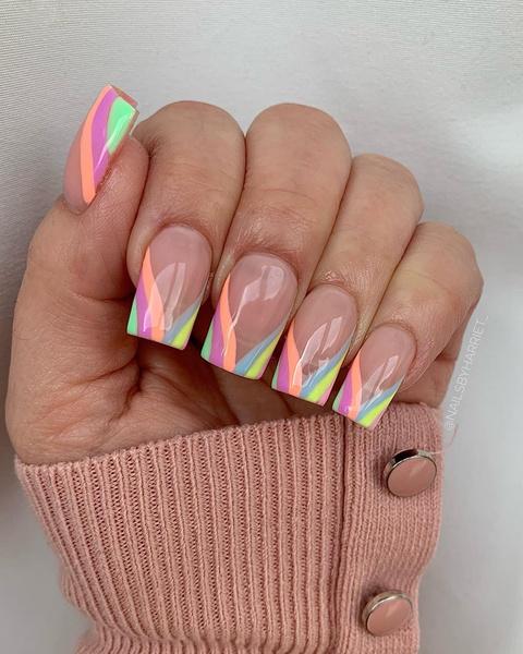 Фото №4 - Неоновый маникюр: 8 самых крутых дизайнов для длинных ногтей