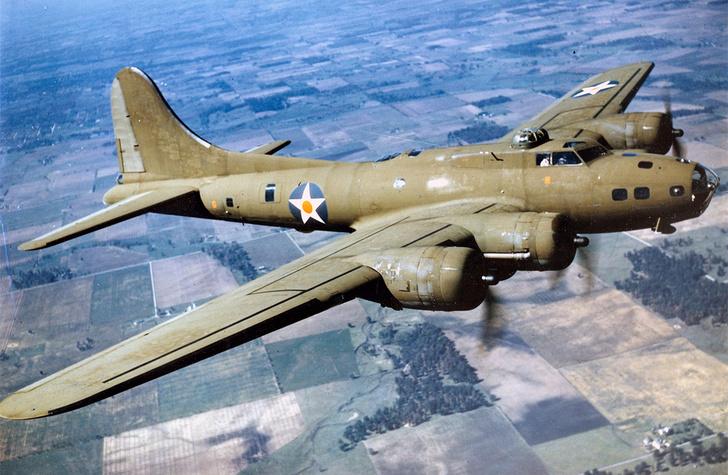 Фото №1 - Летающая крепость: как американский бомбардировщик, лишившись хвоста, долетел до базы
