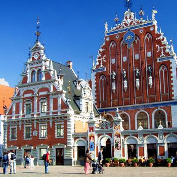 Дом Черноголовых - великолепное здание, которое после пожара в 1941 году было заново построено для специальных мероприятий Рижской городской думы.