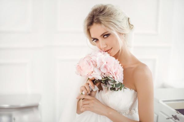 Фото №1 - Узнай, сколько ты стоишь на рынке невест [тест]