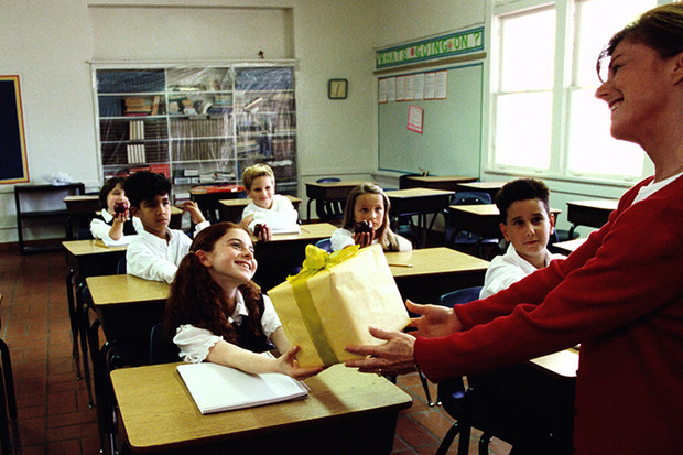"""Фото №1 - """"Только не цветы!"""": что подарить учителю на 1 сентября"""