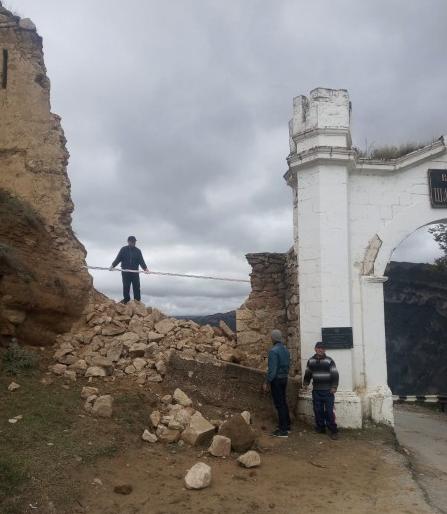 Фото №1 - Историческая крепость обрушилась в Дагестане