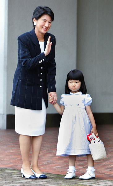 Фото №5 - Неврозы, анорексия, нелюбовь: как живет принцесса Айко, японская «царевна Несмеяна»
