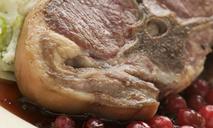 Свинина со смородиновым соусом