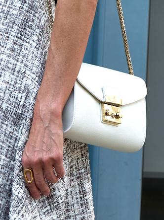 Фото №5 - Самое любимое сентиментальное украшение королевы Летиции (и это вовсе не помолвочное кольцо)