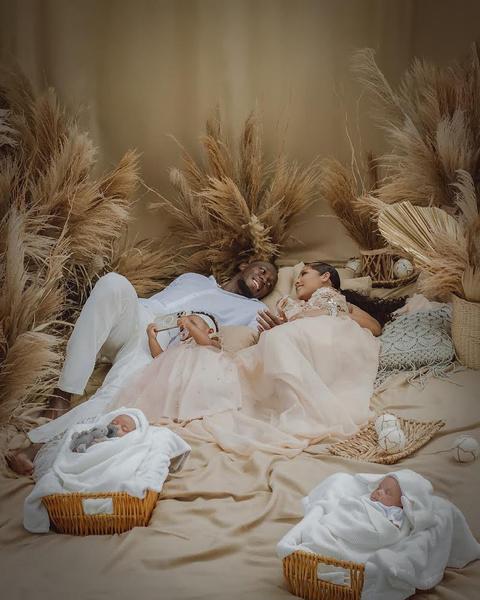Усэйн Болт с новорожденными близнецами