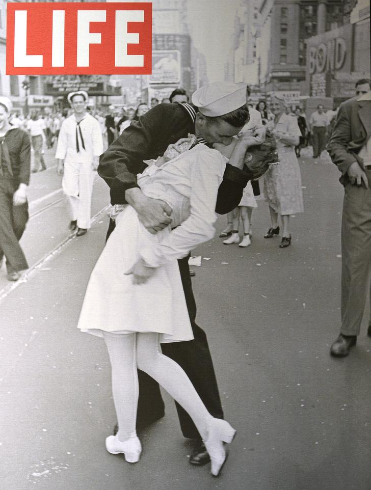 Фото №1 - История одной фотографии: моряк целует медсестру на Таймс-сквер