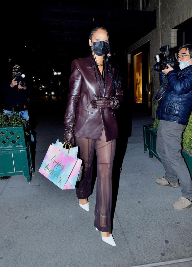 Фото №2 - Никто не носит кожаные и прозрачные вещи так изящно и провокационно, как это делает Рианна