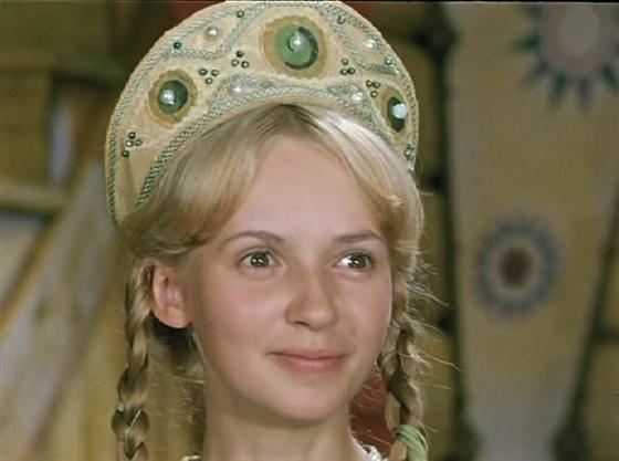 Фото №14 - Из принцесс в королевны: как менялась внешность героинь советских фильмов-сказок