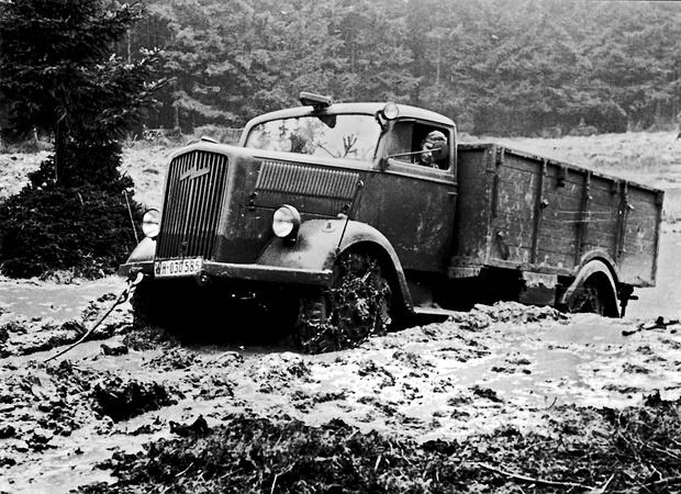 Фото №6 - Что известные автомобильные бренды выпускали во время Второй мировой