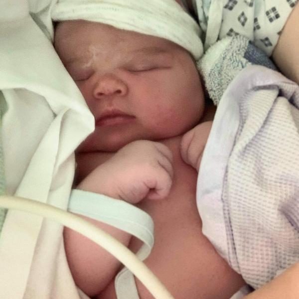 Фото №3 - «Все медсестры с ней фотографировались»: женщина родила гигантского ребенка