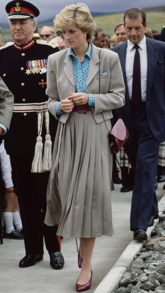 Фото №17 - Полька-дот: как королевские особы носят трендовый «горох»