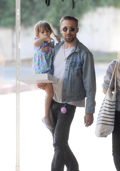 Райан Гослинг с дочкой, фото