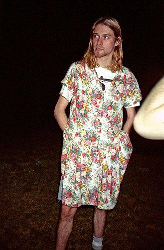 Фото №3 - Почему брутальный рэпер Kid Cudi носит романтическое платье в цветочек?