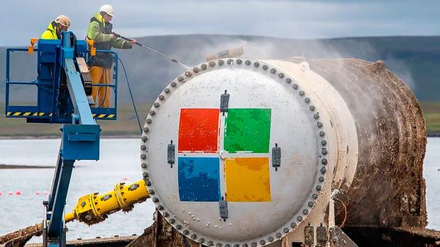 Фото №1 - «Майкрософт» извлекла из-под воды экспериментальный дата-центр, пролежавший два года на дне