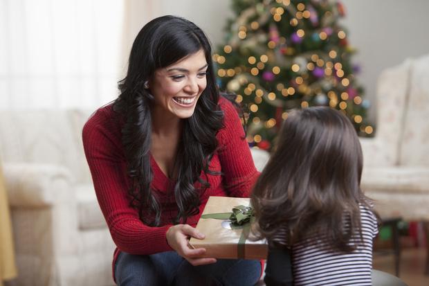 Фото №2 - Почему нельзя говорить ребенку, что подарок принес Дед Мороз