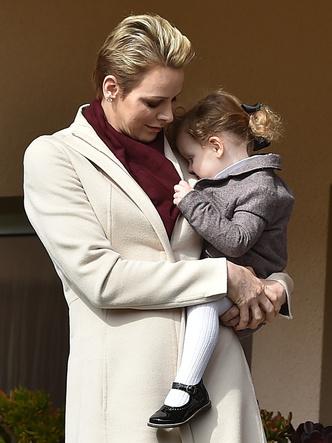 Фото №7 - Самые трогательные фото королевских мам с детьми