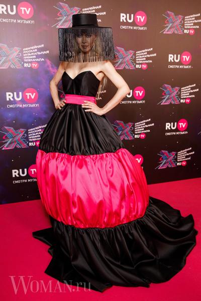 Фото №4 - Космобезумие: парад самых шокирующих образов звезд на премии RU.TV