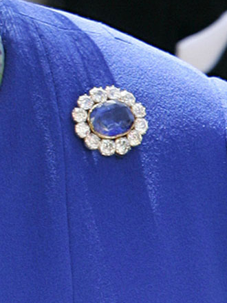 Фото №4 - Не только кольцо Дианы и Кейт: еще одно знаменитое сапфировое украшение Виндзоров