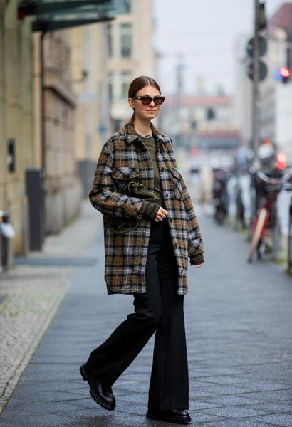 Фото №2 - Как носить джинсы клеш: вдохновляемся образами streetstyle-героинь