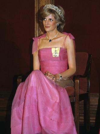 Фото №9 - От персикового до фуксии: как принцесса Диана носила розовый цвет (и почему он ей так шел)