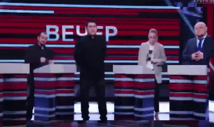 Фото №1 - ТНТ снял пародию на ведущих российских политических ток-шоу, но потом удалил. Рассказываем, что в нём было