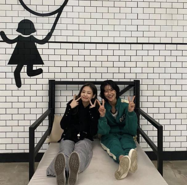 Фото №3 - Чон Хо Ён из «Игры в кальмара» рассказала, как она подружилась с Дженни из BLACKPINK 😍