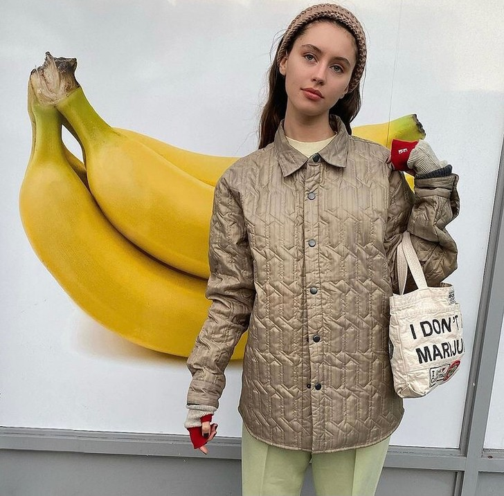 Фото №1 - У каких российских брендов искать классную стеганую куртку, как у Айрис Лоу?