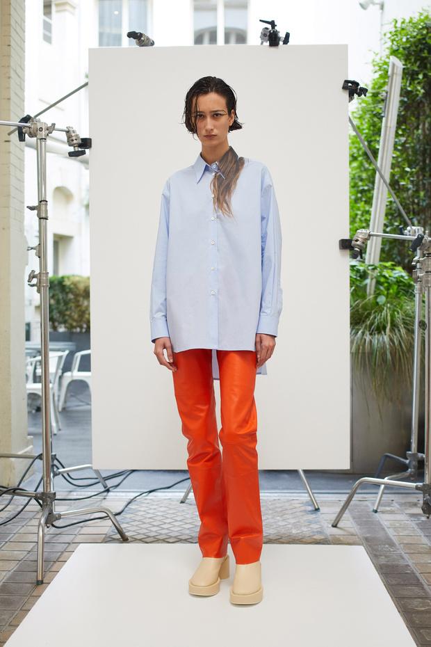Фото №1 - Рубашки с волосами и много оранжевого в круизной коллекции MM6 Maison Margiela