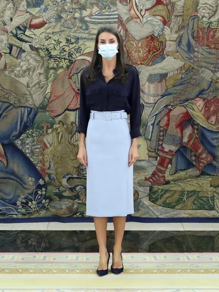 Фото №2 - Королева Испании надела юбку, которая делает бедра в два раза шире