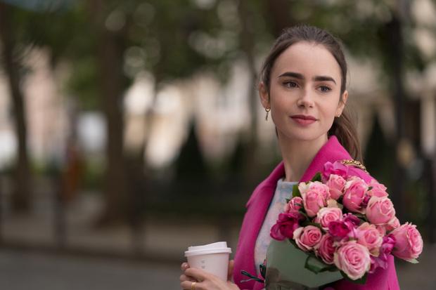 Фото №1 - Путь в высшее общество: создатель «Эмили в Париже» о новом сезоне