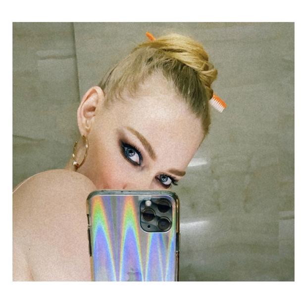 Фото №1 - Идеальные smoky eyes Светланы Ходченковой — на острие моды и кино