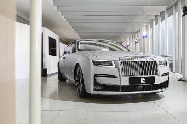 Фото №1 - Минимализм, сдержанность и чистый дизайн:Rolls-Royce Ghost дебютирует в России