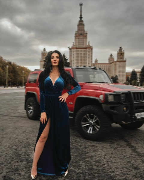 Фото №1 - К ней опасно подпускать мужа: влюбится! История красотки, которая чинит автомобили