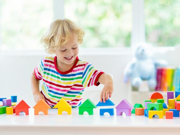 Фото №2 - Воспитание по системе Монтессори: стоит ли относиться к ребенку как к взрослому